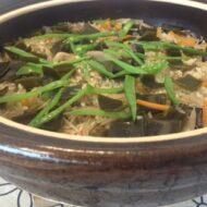 土鍋で簡単☆昆布と鶏ごぼう&きのこの炊き込みご飯