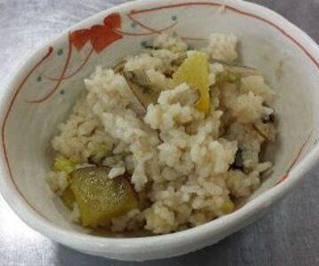 サツマイモとごぼうの炊き込みご飯