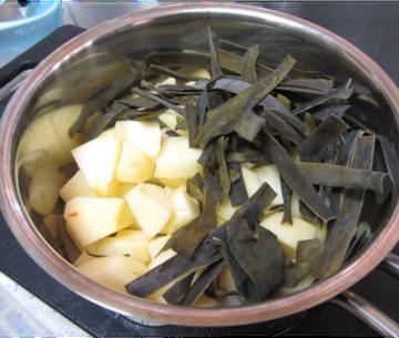 おやつ昆布の黒糖煮