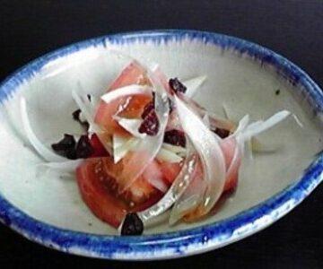 昆布酢でトマトとレーズンのサラダ