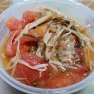 トマトとエノキの塩昆布炒め