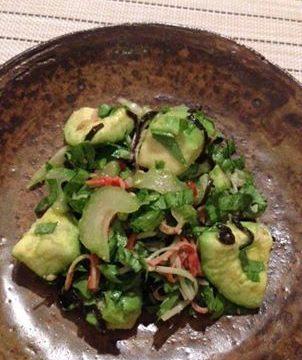 アボカドの塩昆布サラダ