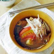 昆布出汁でつくる、トマトの味噌汁