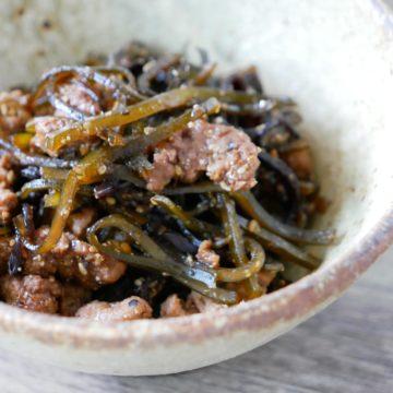 昆布とキクラゲとサルシッチャのバルサミコ風味